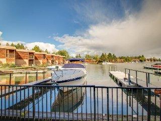 Charming lakefront getaway w/sweeping views, dock, shared pool, sauna, & tennis!