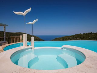 Amara Villa - Luxurious 6 Bedroom Villa with Private Pool
