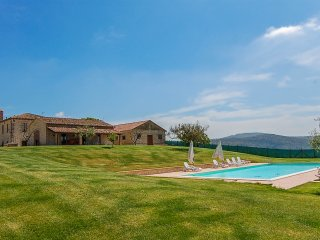 Villa with private pool 16x7 meter, big fenced garden, 5 bikes at 2km from town