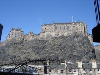Castleside - Spacious holiday apartment Edinburgh Old town, Grassmarket,sleeps 2