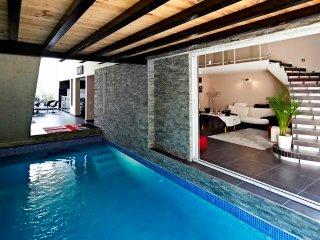 Magnifique loft sauna jacuzzi et terrasse au calme