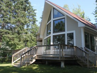 Beautiful Oceanfront Home, Woodsy Location 5 minutes from Acadia!