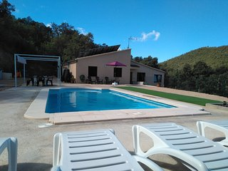 Can Serra. Casa en medio de la montana con piscina cerca de la Costa Brava