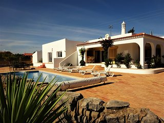 4 Bedrooms (en-suite) Villa for rental holidays in the Algarve (Portugal)