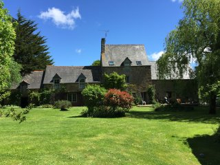 Dinan beautiful detached spacious Family home set in 2 acres of private grounds.