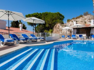 Luxury Villa Sesimbra with Amazing private pool and Garden near the sea.