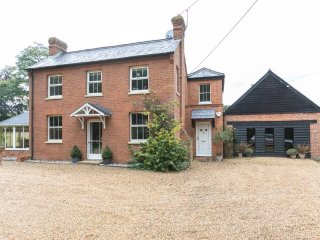 Attractive Victorian Farmhouse - rural views