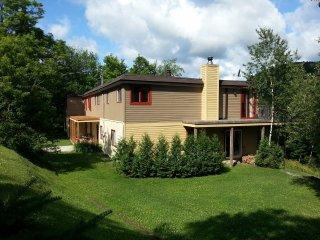 Lake St-Francois-Xavier's Villas - Villa # 1, up to 28 people
