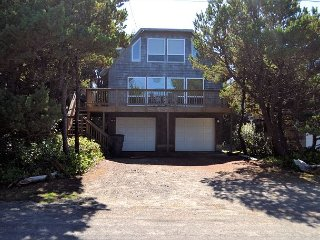 TRADEWINDS~MCA#174~Charming beach cottage close to Nehalem Bay State Park!