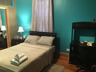 Nice & Comfortable Room in Andersonville 203