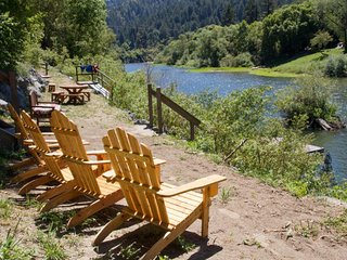 Riverdale - Spacious and Comfy Property on the Russian River, Hot Tub!