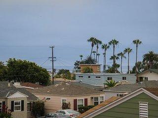 Large Townhouse 2 blks to Beach/Restaurants/Grocery, A/C, bikes, Beach Gear