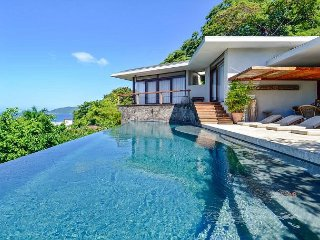 Amazing, spacious Home with breathtaking Ocean Views, Walking to Town