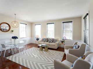 Luxury Living- 2 Blocks from King Street- With Parking