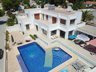 Luxury Villa, Beautiful sea views free wifi/sat tv