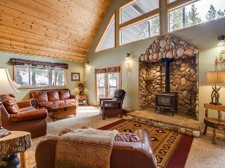 Boulder Lodge is calling and you must go! Wi-Fi and Private Hot Tub