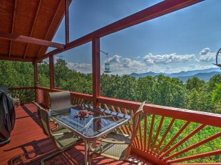 NEW! 'Frog Leap' 2BR Hiawassee Cabin - Mtn Views!