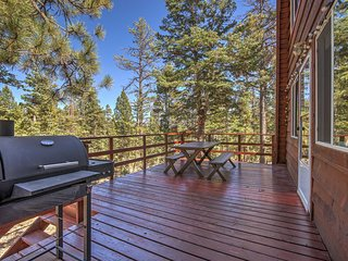 Duck Creek Village Cabin w/Deck, Fire Pit & Views!