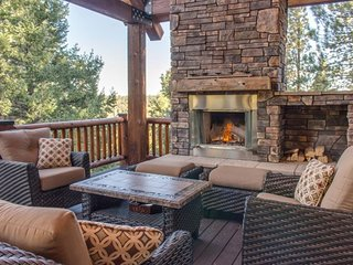 Fireside Retreat - Brand New FIVE STAR Luxury resort style cabin in Duck Creek