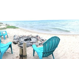 Relaxing Weekend Getaway Home! View of Mackinaw Bridge - Pet Friendly!