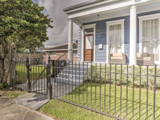 Chic New Orleans Duplex - Near Public Street Cars!