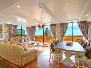 Front Sea View, Two-Bedroom Suite with Sofa Bed_8J - Rocco HuaHin Condominium