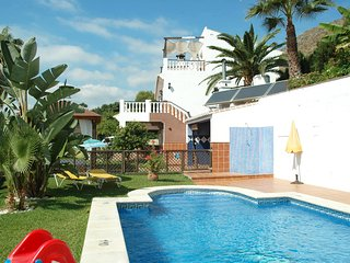 A spacious 7 bedrooms villa with private pool in Nerja 003