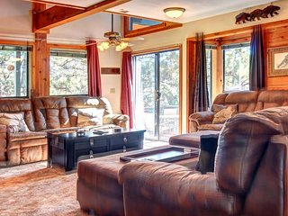 Comfortable, welcoming home w/in walking distance to lake - wooded setting