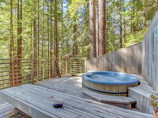 Romantic woodland home w/ private hot tub, deck & gorgeous forest/ocean views!