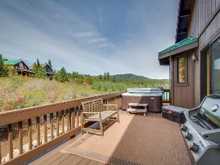 Dog--friendly mtn home w/ private hot tub, shared pool, on-site golf, & more!