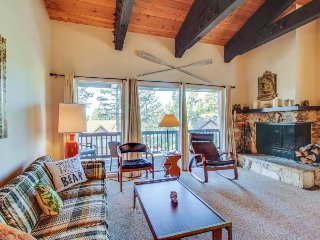 Lofty condo w/ balcony, partial lake view & shared pool, tennis & sauna!