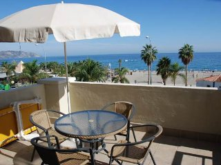 Burriana 204, 1st line, 2 bedrooms, A/C, WiFi, Parking