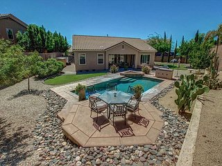 North Phoenix Beauty w/ Private Pool, Community Pool, Spa, Tennis, Basketball