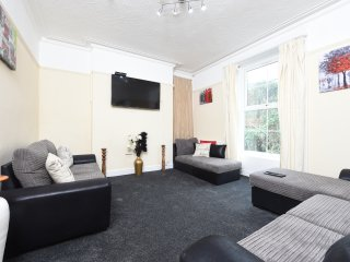 5 Bed House Slps 10 on Otley Run (67)