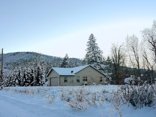 Family home ideally located close to Bozeman and the trails!