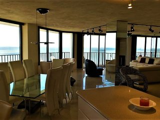 Penthouse Condo - 18th Floor - 270 Degree View Of The Ocean And River