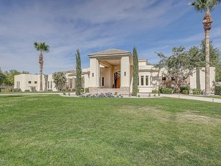 DEEP DISCOUNTS WHILE WE SET UP! HURRY!! Sleeps 26 Large estate near Scottsdale