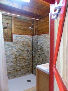 salle d'eau au 1er niveau avec douche à l'italienne