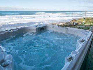 Glimmering Sands Oceanfront-HotTub-King Bed, Firep