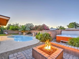 Scottsdale Stays ❤️ Villa Dobson-Mesa/Scottsdale/ASU Home w/ Heated Pools, Spa