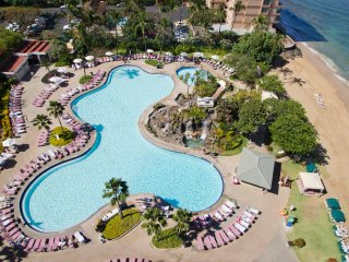 Deluxe 1BR w/FREE WIFI & Ocean View, Resort Pool, Beach, Watersports Rentals