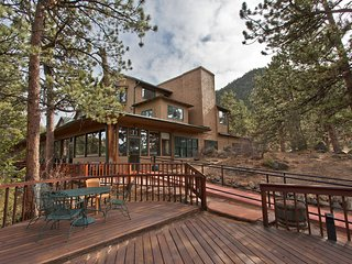 Mountainside Condo North on Prospect Mtn w/ WiFi, Resort Pool & Hot Tub