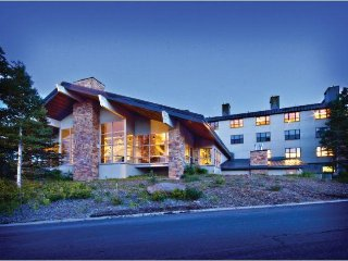 All - Seasons Mountainside 1BR w/ WiFi, Resort Pool & Steam Room