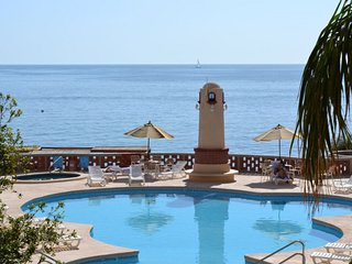 Studio Oceanside Resort w/Free WiFi & Pool- 5 Min. to Beach- Snorkel, Scuba!