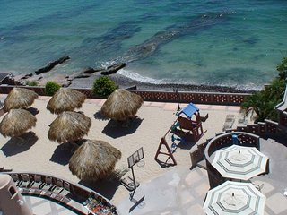 1BR Oceanside Resort w/Free WiFi & Pool- 5 Min. to Beach- Snorkel, Scuba & More!