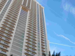 Condo in Heart of the Vegas Strip - FREE Shuttle Service, Rooftop Pool & WiFi!