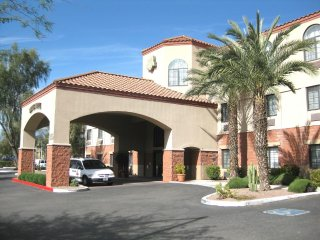 1BR w/WiFi & Resort Pool Near Attractions- Golf, Hike, Explore, Shop & Dine!