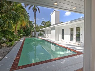 Tropical Sarasota Home w/ Pool - 5 Mins to Beach!