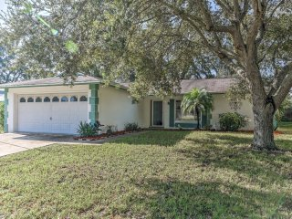 Quiet Port Richey House w/ Lanai, Grill & Yard!