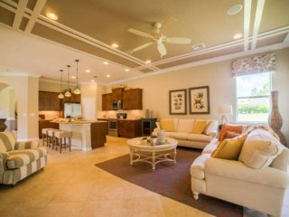 New Must See STUNNING Home Sleeps 6, Private 55+ Gated Community, Full Activity